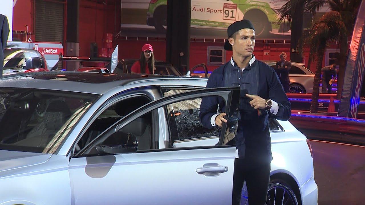 Los jugadores del Real Madrid reciben sus nuevos coches - YouTube
