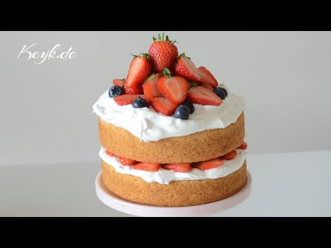 Vegan vanilla cake with vegan Italian meringue - Aquafaba based delicious meringue