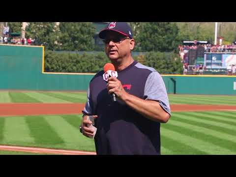 Terry Francona thanks the fans as the Indians raise the 2017 AL Central Championship banner