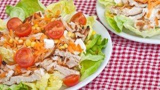 Салат из курицы с кукурузой и овощами
