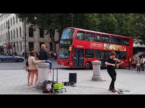 Amazing Trafalgar Square violinist busker