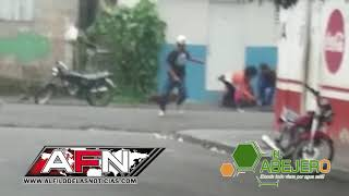 Video aficionado muestra forcejeo momentos antes de ser asesinados dos hombres en SFM