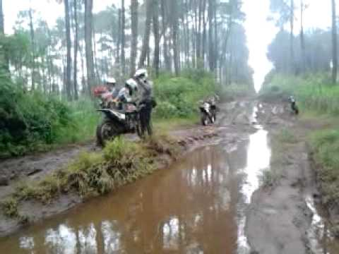 oops Gugurusukan 2nd Adventure 2014 crash Enduro dirthbike from Bandung