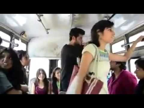 Otobüste Kadınlara Toplu Tecavüz  Hindistan