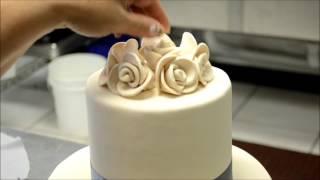 Украшение тортов | Как украсить торт на свадьбу в элегантном стиле(Видео урок о том, как украсить свадебный торт своими руками. Вместе будем придавать элегантный вид нашему..., 2016-08-15T10:14:23.000Z)