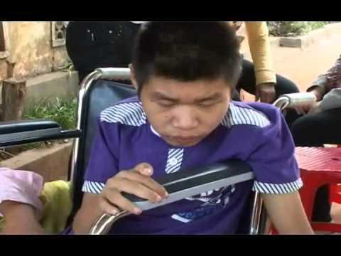 Chuong trinh kham benh phat thuoc lan thu 9 cua Hoi SNTT Minh Duc tai Quang Tri (tieng Viet) Part 2