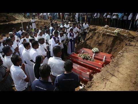 euronews (deutsch): Sri Lanka trauert und sucht Hintermänner der Anschläge mit 310 Toten