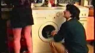 Repeat youtube video Inizio Di Un Film Porno Casalingo Anni '80 - Il tecnico.