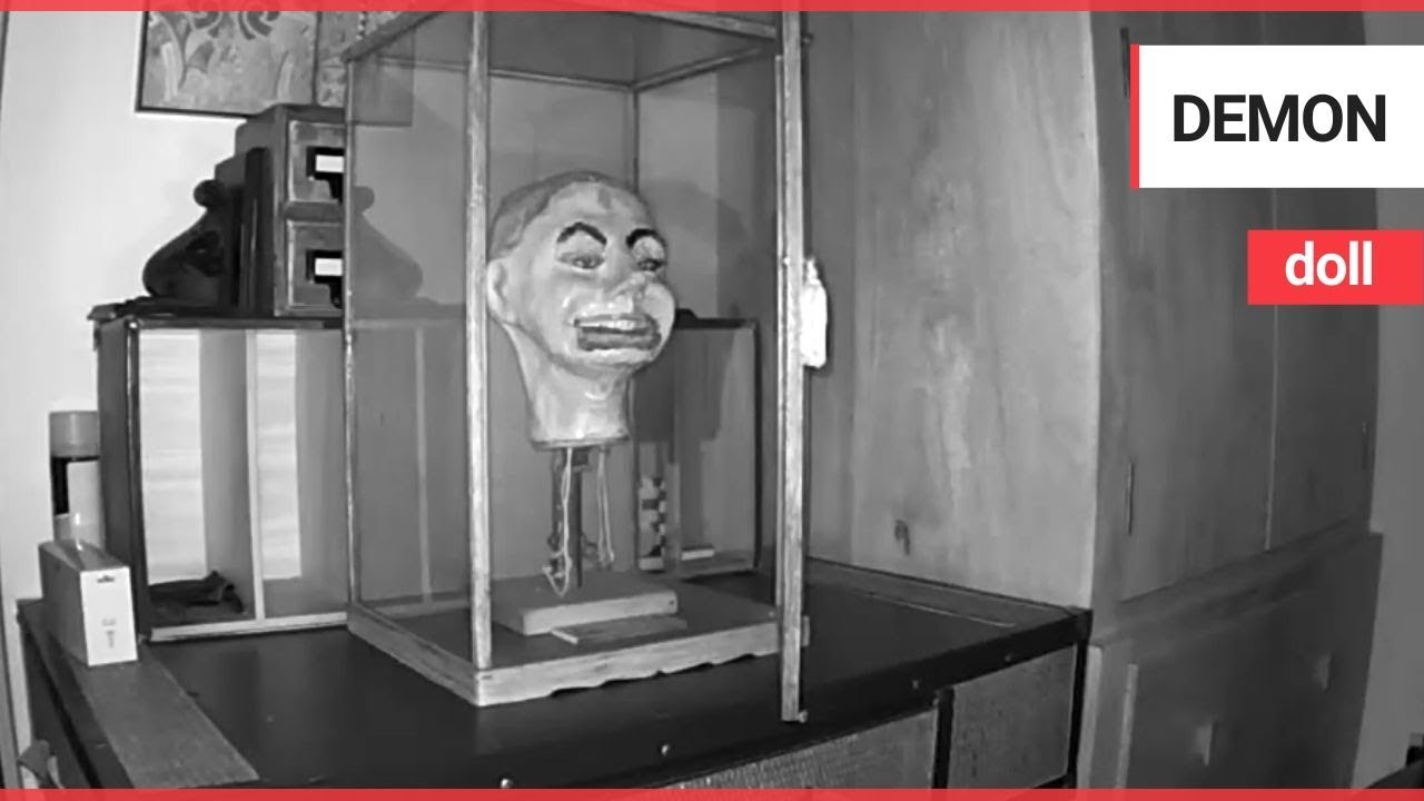 Haunting moment Second World War ventriloquist doll BLINKS | SWNS TV