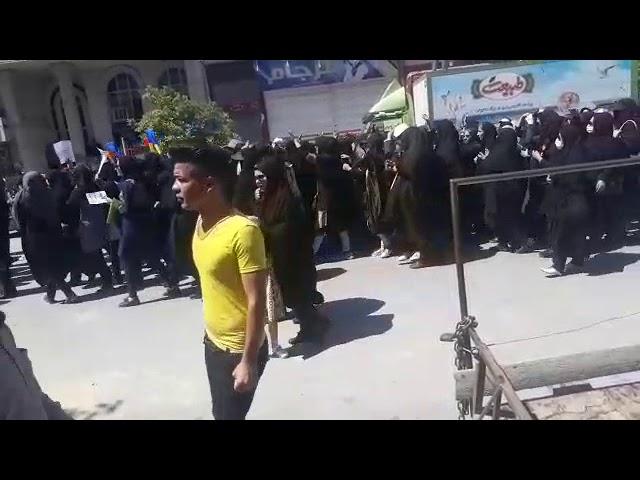Iran, Kazeroun - La présence massive des femmes dans les manifestations du Kazeroon