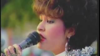 Selena Quintanilla - Dame Un Beso (Live 1987)