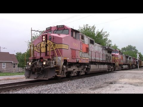 What Year Is This?! Solid Santa Fe Power With BNSF LCHI6571