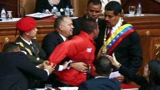 """Los reflejos de Diosdado Cabello y su intento de """"proteger"""" a Nicolás Maduro"""