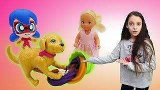 Штеффи уронила мороженое. Игры в куклы: видео для детей.