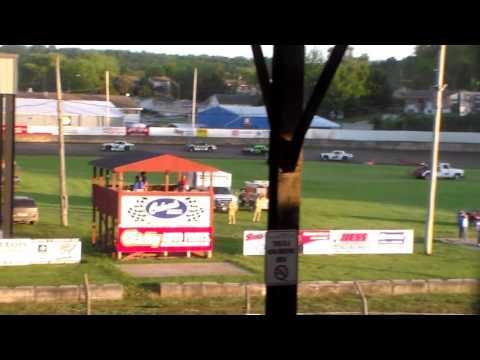 Stock Car Heat 4 @ Upper Iowa Speedway 05/29/16