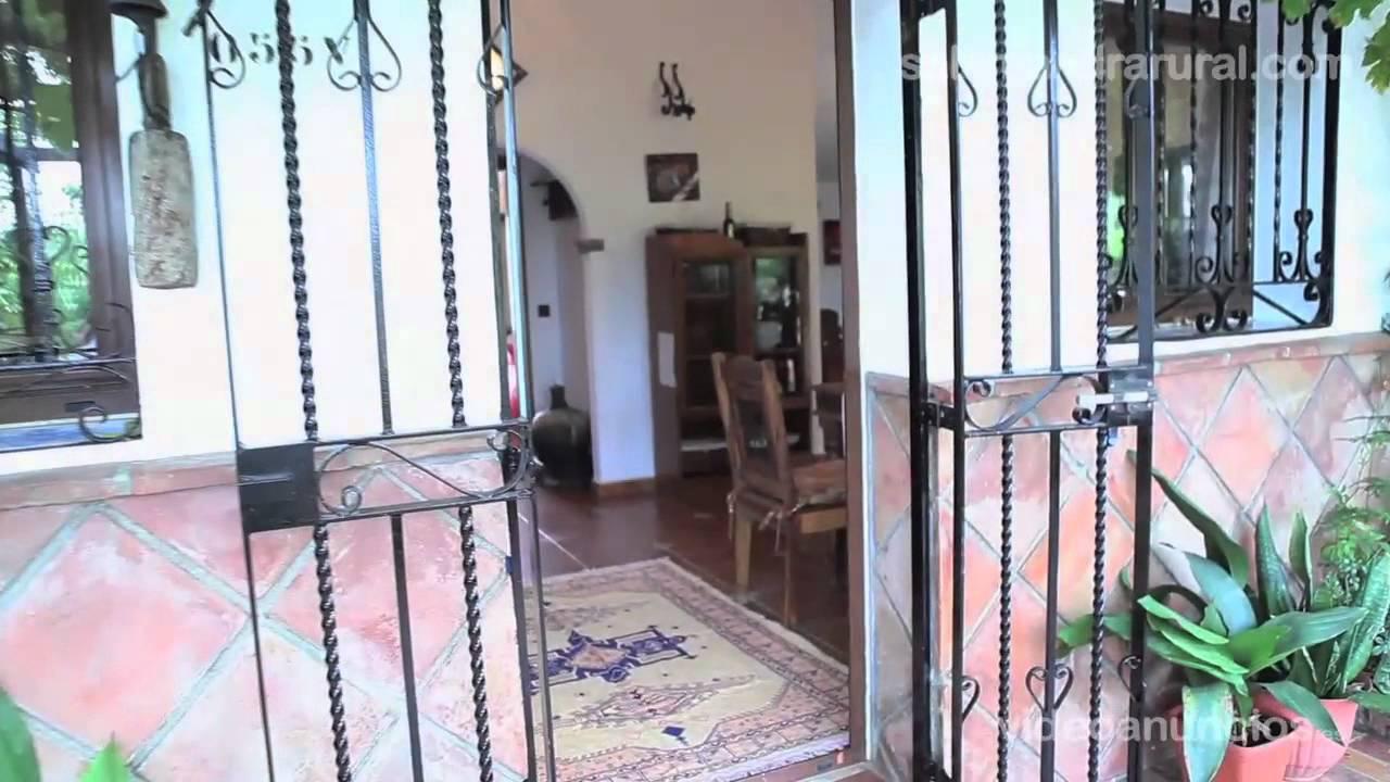 Casa rural con jacuzzi y piscina climatizada en malaga for Casas con piscina en malaga