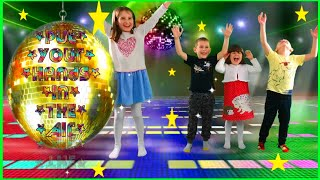 Put Your Hands in the Air Song by Robin's Fun Playtime