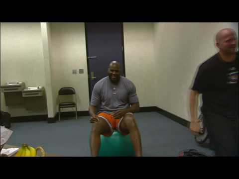 Shaq Lifts Trainer During Workout