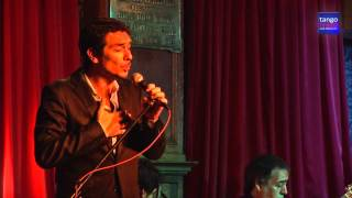 Hernán Lucero improvisa Amores de estudiante (Carlos Gardel-Alfredo Lepera), a pedido del público.