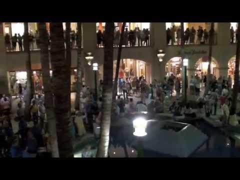 Shops at Wailea, Maui - flash dance