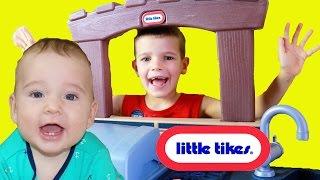 GIANT PLAY KITCHEN Cooking Baby Eli Make COOKIES Pretend Play + Fun Splashings