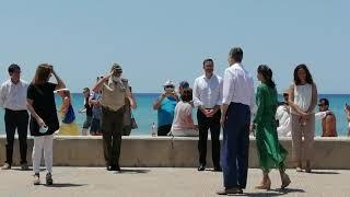 Los Reyes saludan a las principales autoridades de Baleares en su visita a Palma