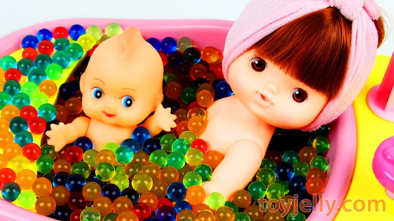learn colors baby doll bath time orbeez shower bathtub pez candy finger family song nursery. Black Bedroom Furniture Sets. Home Design Ideas