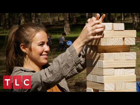 The Duggars Play Tumbling Blocks! | Counting On