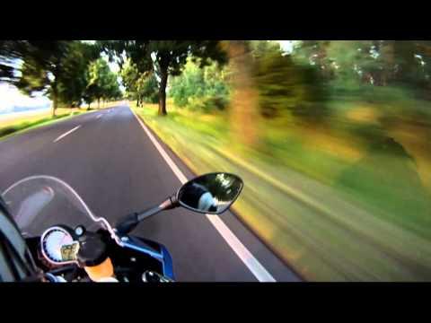 (HD) BMW S1000RR beats ZX14 at 300kph