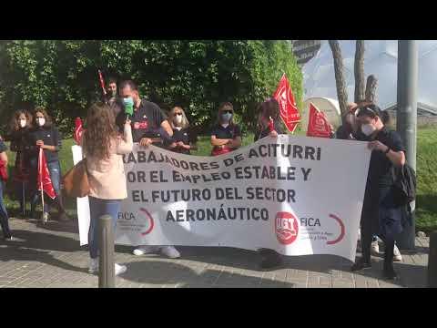 Concentración de los trabajadores de Aciturri contra el ERE de la empresa