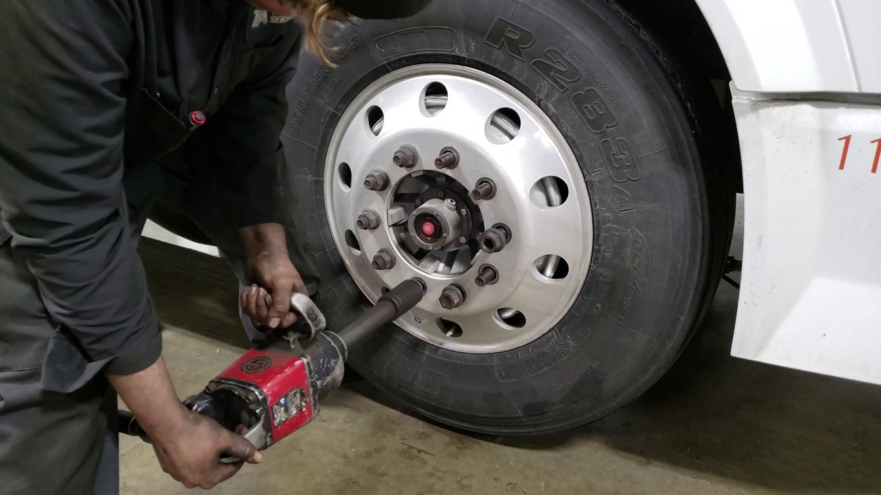 Semi Truck Tires Near Me >> How To Change The Steer Tire On A Commercial Semi Truck Part 1