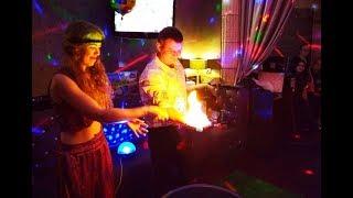 Шоу гигантских мыльных пузырей с огнем