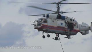Пожарный вертолёт берёт воду из реки. 8 июля 2015(Пожар на заводе ЗиЛ. Вертолёт КА-32 берет воду для тушения из реки на Нагатинской набережной., 2015-07-08T20:29:56.000Z)