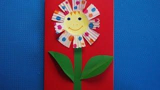 Веселый цветок. Аппликация из цветной бумаги. Детские поделки для бабушки своими руками.(В этом видео показано, как сделать детскую поделку из цветной бумаги, картона и бумажной формы для кекса..., 2016-03-01T05:05:37.000Z)