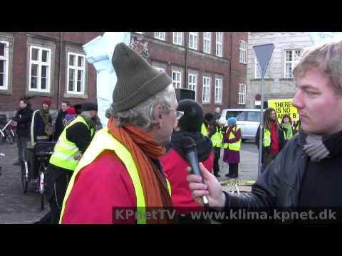 Jens Galschiøt - interview ved klimademonstration 12/12 2009