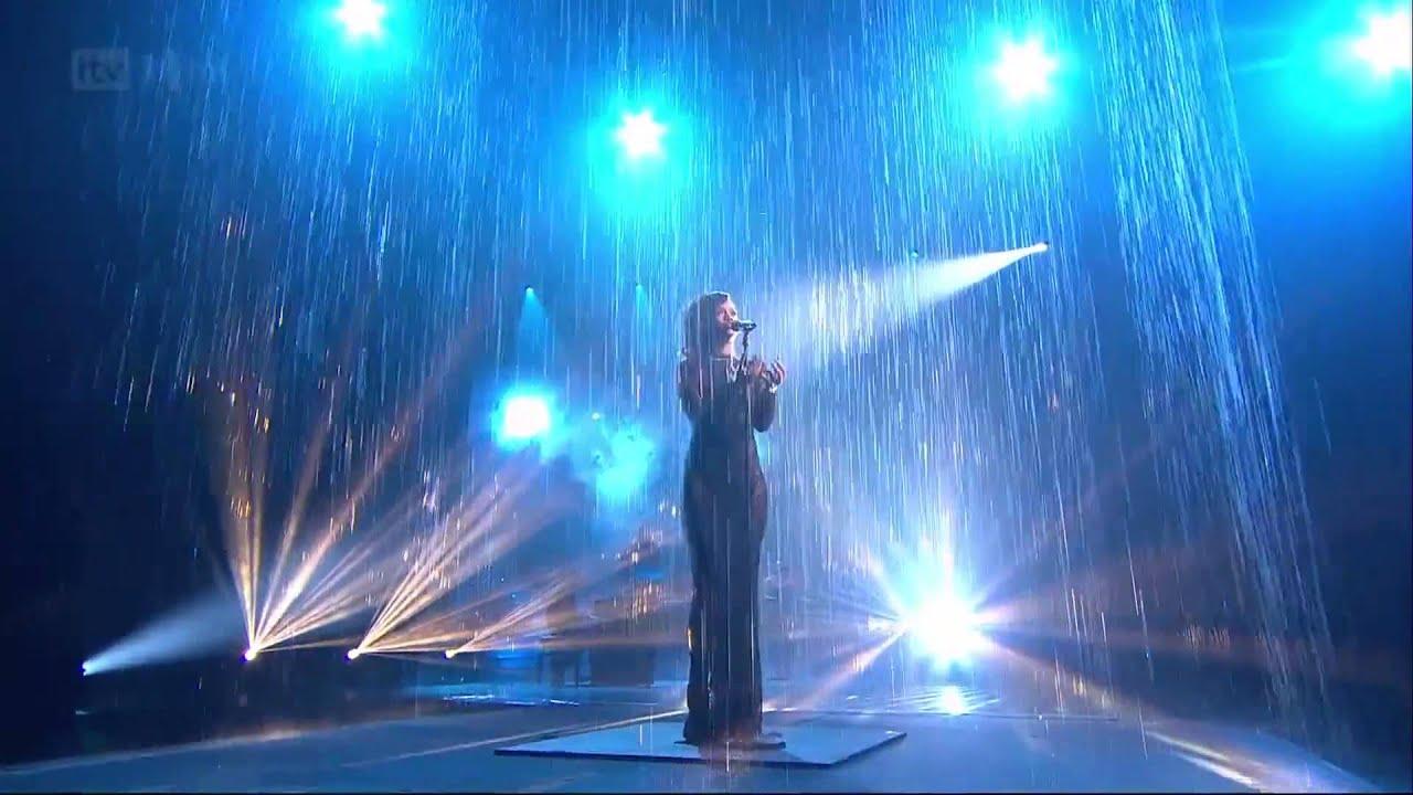 Download Rihanna - Diamonds - Live on The X-Factor (UK - November, 25th 2012) (HD)