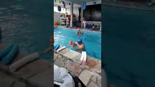 Ravi Leandro na natação 2 bebe 8 meses