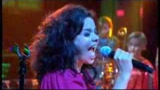 Bjork - Earth Intruders LIVE