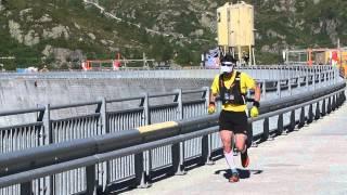 80km   Passage au Barrage d'Emosson   Chamonix Marathon du Mont Blanc 2015