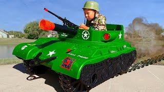Военный Сеня ездит на ТАНКЕ и Тренирует сонного Папу Сборник