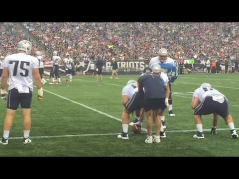 Dante Scarnecchia coaches O-line during training camp drills
