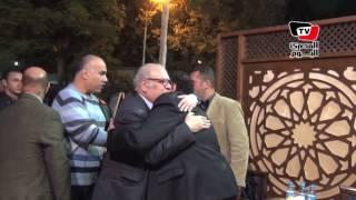 «صلاح عبدالله والعدل» في عزاء والدة «طارق عبد العزيز»
