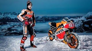 Der Weltmeister aus der MotoGP mit seinem Bike, der legendärste Ber...