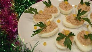 Яйца фаршированные печенью трески(Приготовьте к новогоднему столу яйца фаршированные печенью трески. Такую закуску готовить просто и не..., 2015-12-21T08:49:40.000Z)