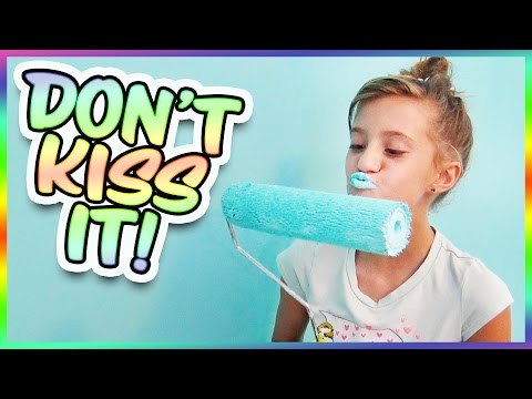 😱 WHAT DOES JAYLA DO TO TURN HER LIPS BLUE?! SMELLY BELLY TV VLOGS!!
