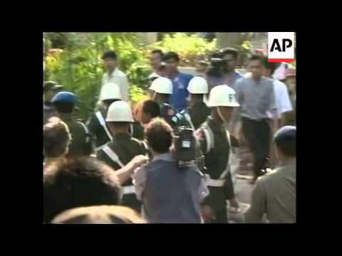 INDONESIA: JAKARTA: PROTESTERS CALL FOR HABIBIE'S RESIGNATION