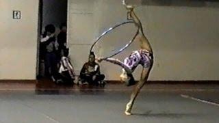 Художественная гимнастика. Упражнение. Обруч(Получите в ПОДАРОК 8 видеоуроков здесь: http://www.world-gymnastics.ru/shpagat8/ Полный видеокурс
