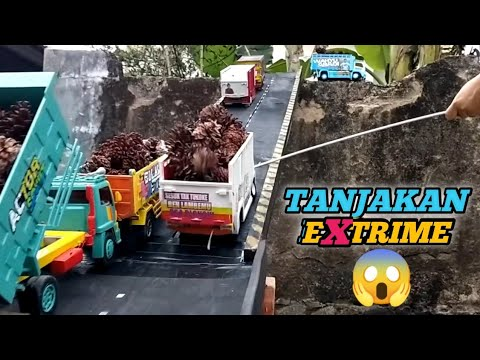 Download Konvoi truk - truk mboiss muat SAWIT    Versi miniatur truk plastik   