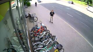 Кража велосипеда. Theft of Bicycle.(Кража велосипеда у магазина без напряга. Два парня в сговоре воруют велосипед, один заходит за велосипедист..., 2015-09-13T18:40:16.000Z)