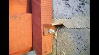 видео Оригинальный забор из необрезной доски